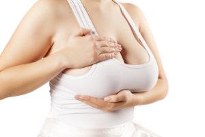 垂れ乳の予防はナイトブラで可能?胸が垂れる原因や年齢