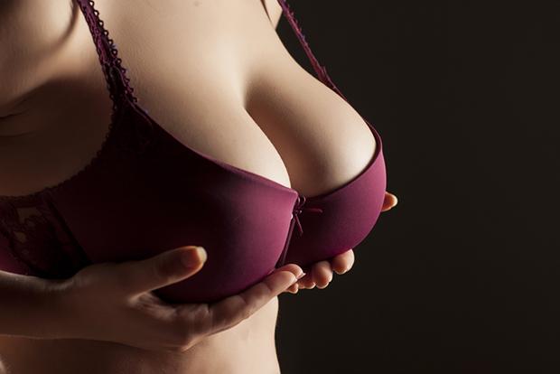 貧乳の原因とは?胸が小さい・胸がない悩みから脱出する方法