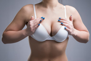 離れ乳にはナイトブラ!胸が離れている3つの原因と改善方法